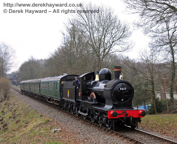 9017 Earl of Berkeley approaches Mill Place cutting.  12.03.2011  6214