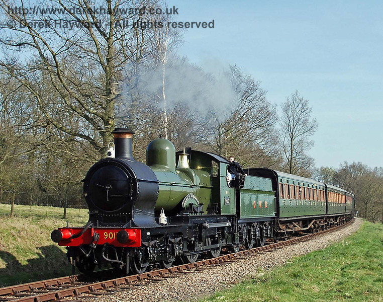 9017 Earl of Berkeley rounds the curve from Sloop Bridge with the Vintage Branch Train. 08.04.2007