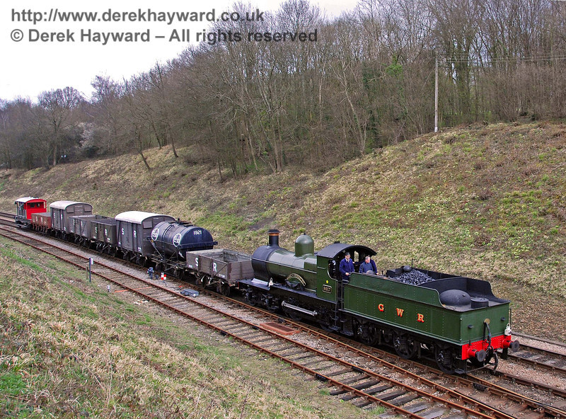 9017 Earl of Berkeley drifts into Horsted Keynes with a southbound goods train. 30.03.2008