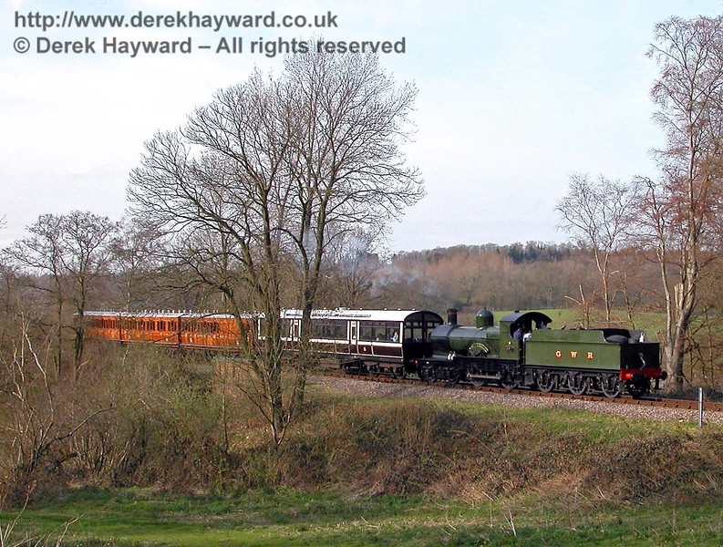 9017 Earl of Berkeley meanders south near Mill Place Bridge. 22.04.2006
