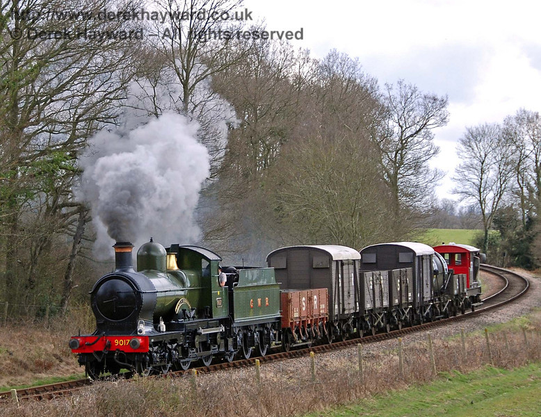 9017 Earl of Berkeley hauls the Sunday goods train north from Monteswood Lane Bridge. 30.03.2008