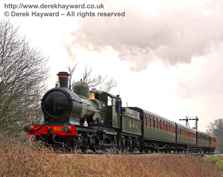 9017 Earl of Berkeley steams north from Sheffield Park. 25.03.2007