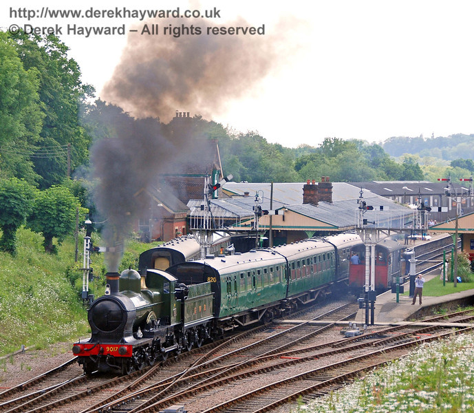 9017 Earl of Berkeley departs from Horsted Keynes with a service train. 03.06.2007