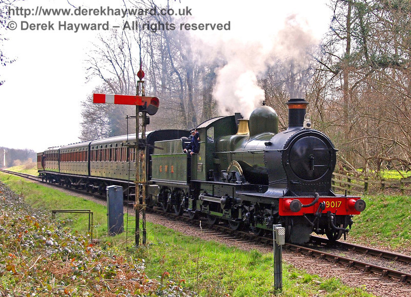 9017 Earl of Berkeley passes the southbound Outer Home signal as it approaches Ketches Halt. 25.03.2007
