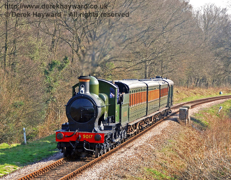 9017 Earl of Berkeley passes over Waterworks Bridge. 02.04.2007
