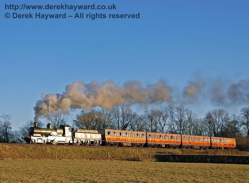 The setting sun glints on the train as 9017 Earl of Berkeley approaches Horsted Keynes. 17.02.2008