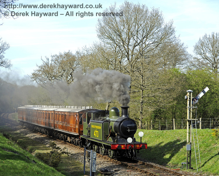 B473 approaches the Kingscote Advance Starter with the Victorian coaches.  10.04.2011  0526