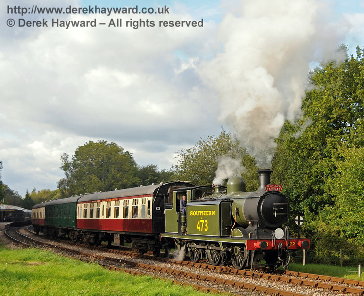 B473 leaves Kingscote with the Wealden Rambler.  25.09.2010  4967