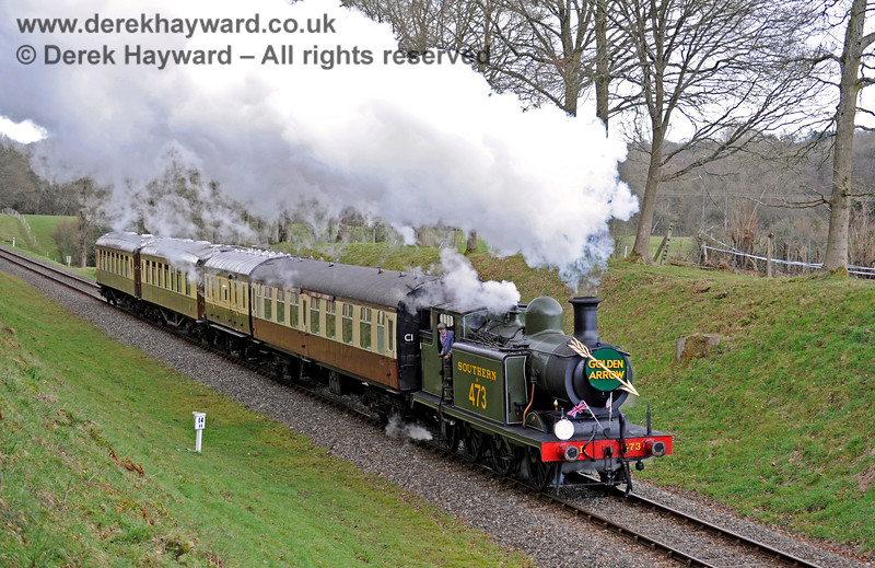 B473 passes through Mill Place Cutting with a southbound Golden Arrow. 28.02.2016 12688
