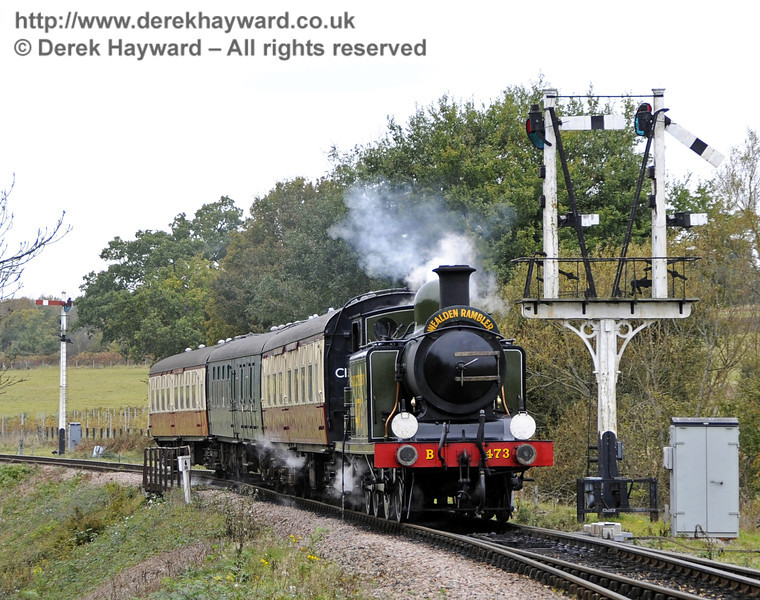 B473 passes the Sheffield Park Inner Home bracket signal with a southbound Wealden Rambler.  21.10.2011  3043