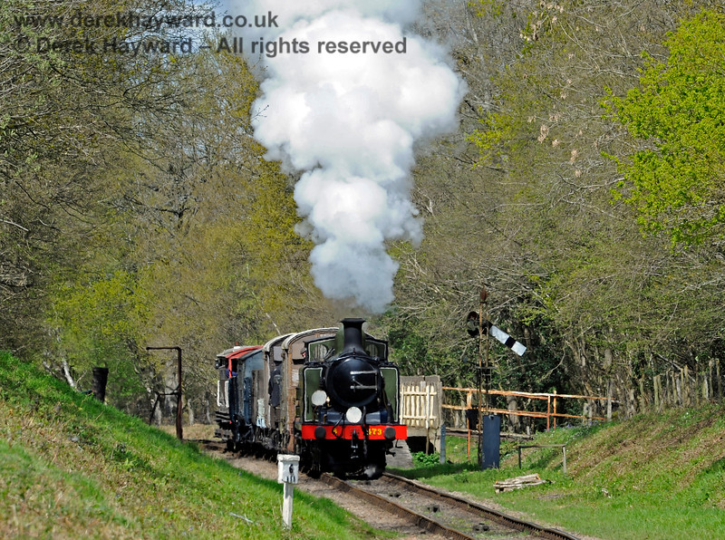B473 passes through Ketches Halt with a goods train. 30.04.2016 12865