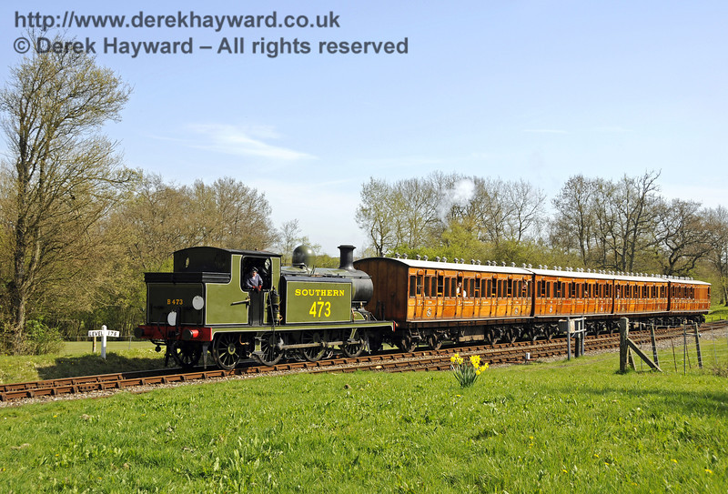 B473 arrives at Kingscote with the Victorian coaches.  10.04.2011  6823