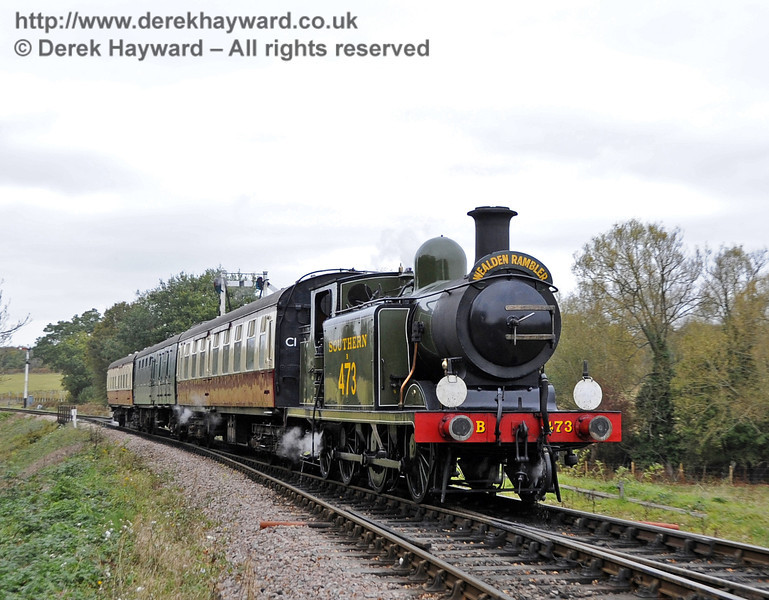 B473 enters Sheffield Park with a southbound train.  21.10.2011  3048