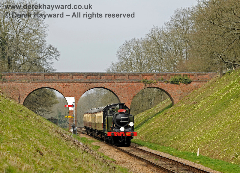 B473 passes under Three Arch Bridge with the Wealden Rambler. 10.04.2015 10684
