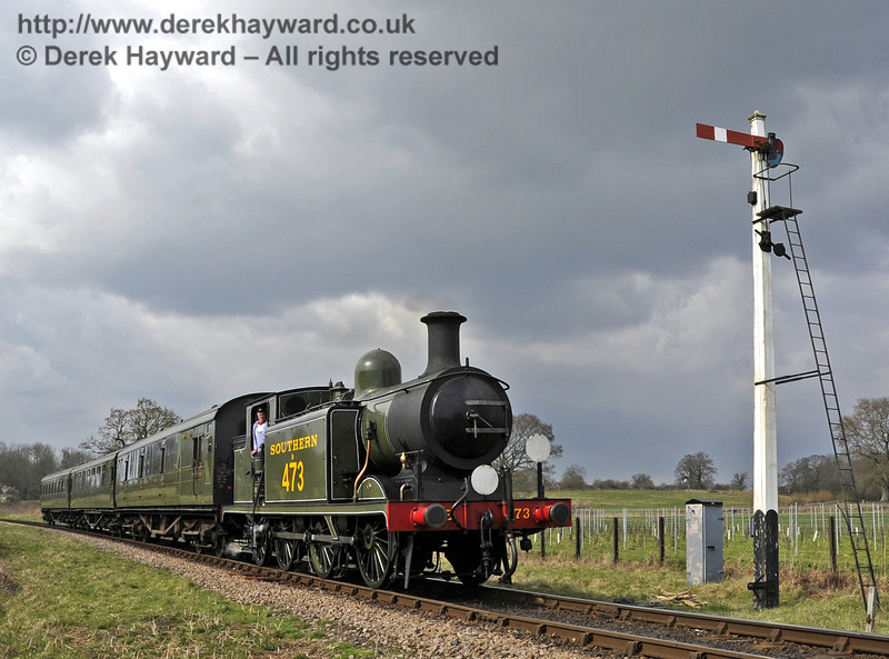 B473 passes the Sheffield Park Advance Starter as it approaches the station with a southbound service.  03.04.2012  4235
