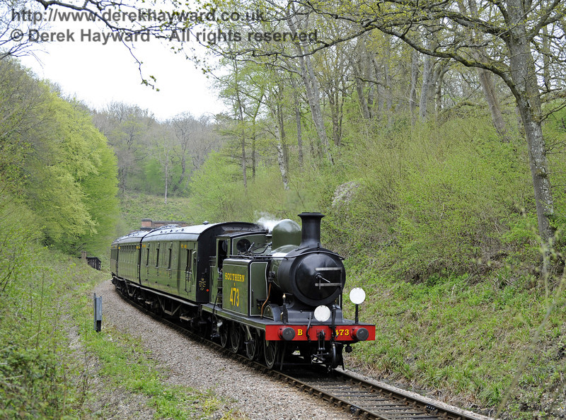 B473 steams south from West Hoathly tunnel.  14.04.2011  0705