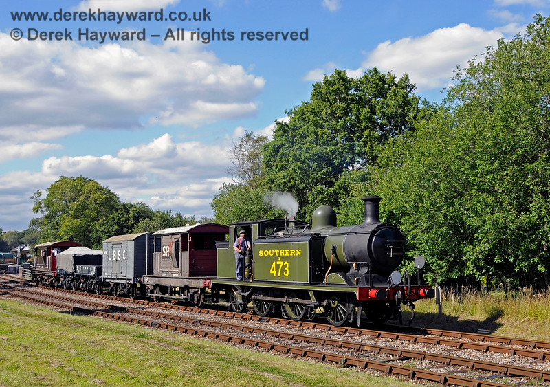 B473 departs south from Kingscote with a goods train. 01.08.2015 13452