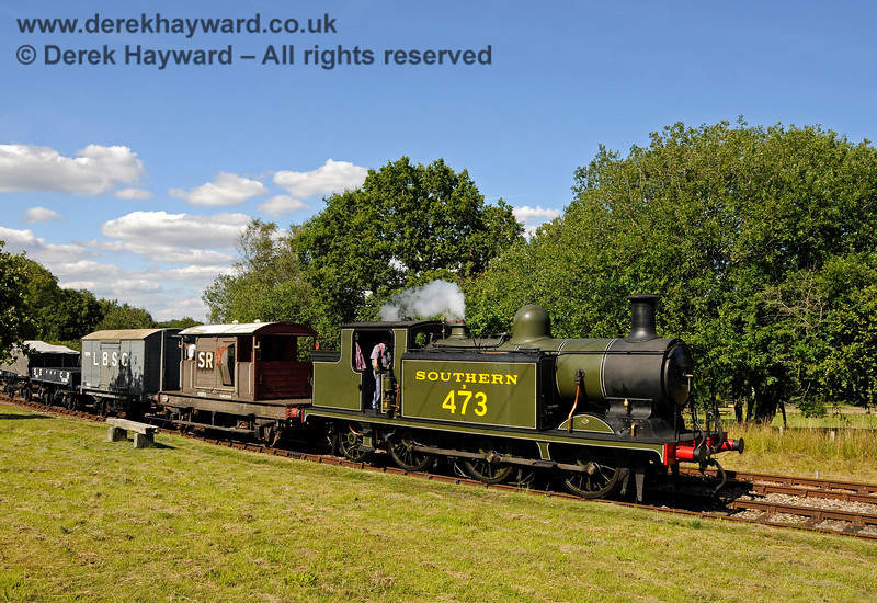 B473 shunts a goods train at Kingscote. 01.08.2015 13441