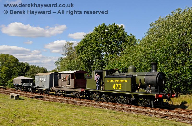 B473 shunts a goods train at Kingscote. 01.08.2015 13443