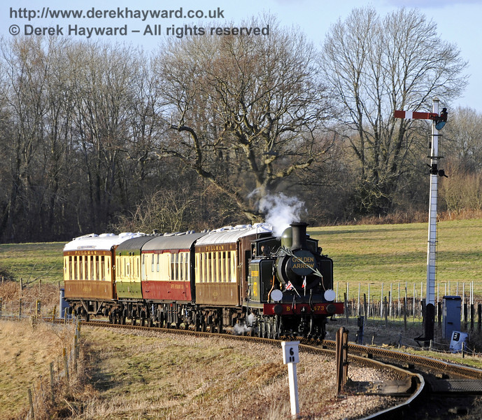 B473 passes the Sheffield Park Advance Starter with a southbound Pullman.  19.02.2012  7666