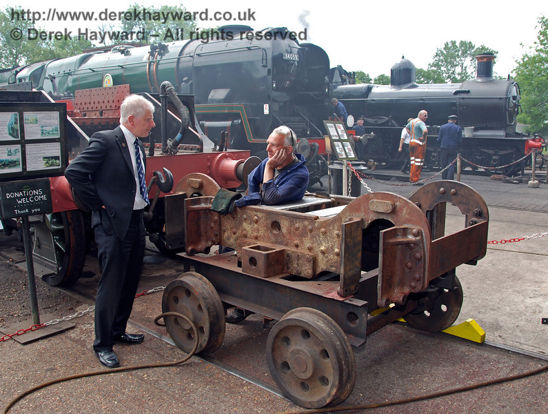 Roy Watts, Chairman BPRS, inspects the progress of work on the bogie of 263. Sheffield Park Shed 17.06.2009