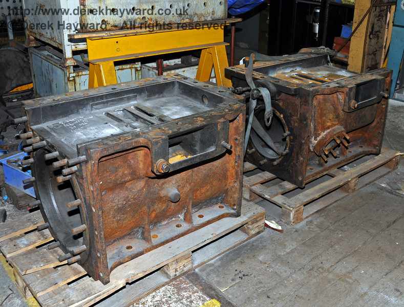 The cylinders from 263 have returned from Coventry where the cracked valve faces have been repaired. Sheffield Park Workshops 01.01.2010