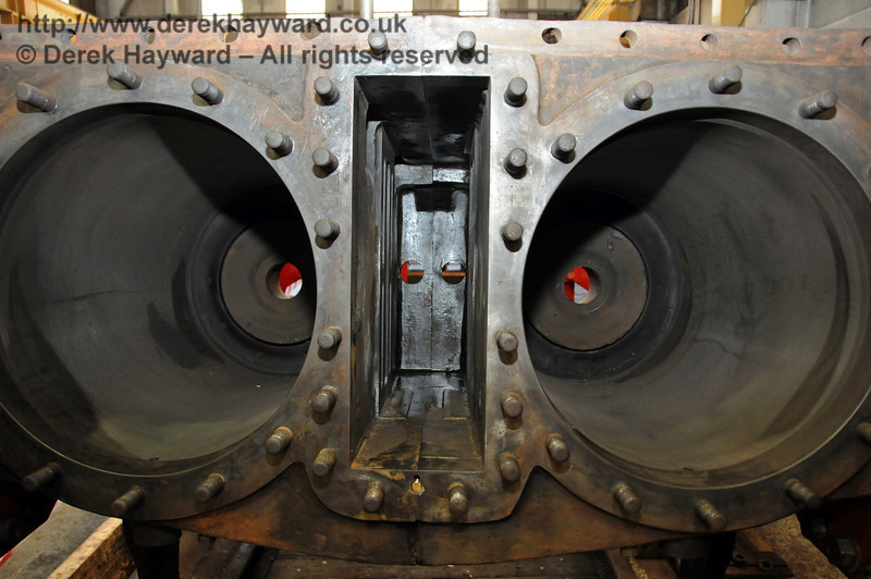 The best shot that could be obtained (in limited space) of the cylinder block refitted into 263. Sheffield Park Workshops 23.05.2010  2649