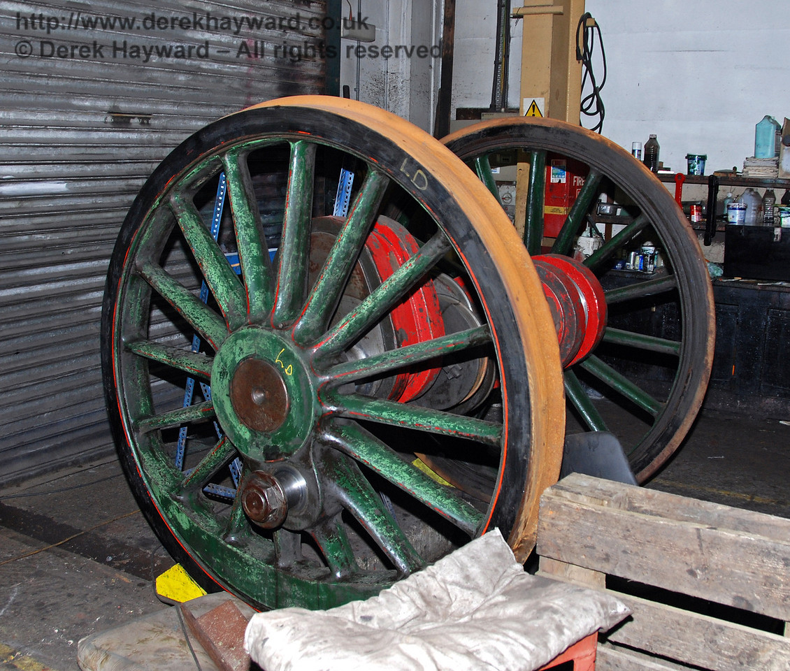 A set of driving wheels from 263 have been moved inside Sheffield Park Workshops. 24.01.2010