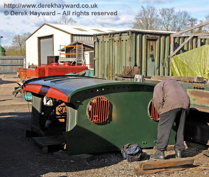 With the weather improving the cab roof of 263 was being painted. Sheffield Park Workshops 11.04.2010  1862