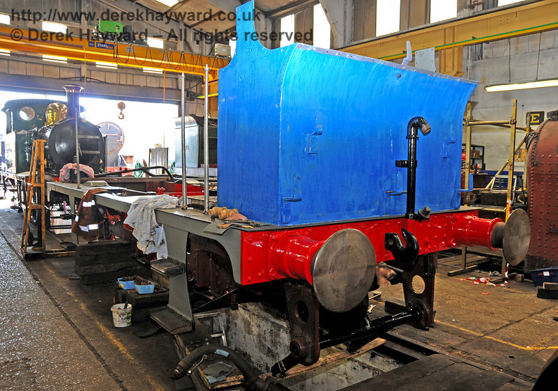 The rear nearside of 323 Bluebell ready for some final coats of blue paint. Sheffield Park Workshops 17.04.2010  1910