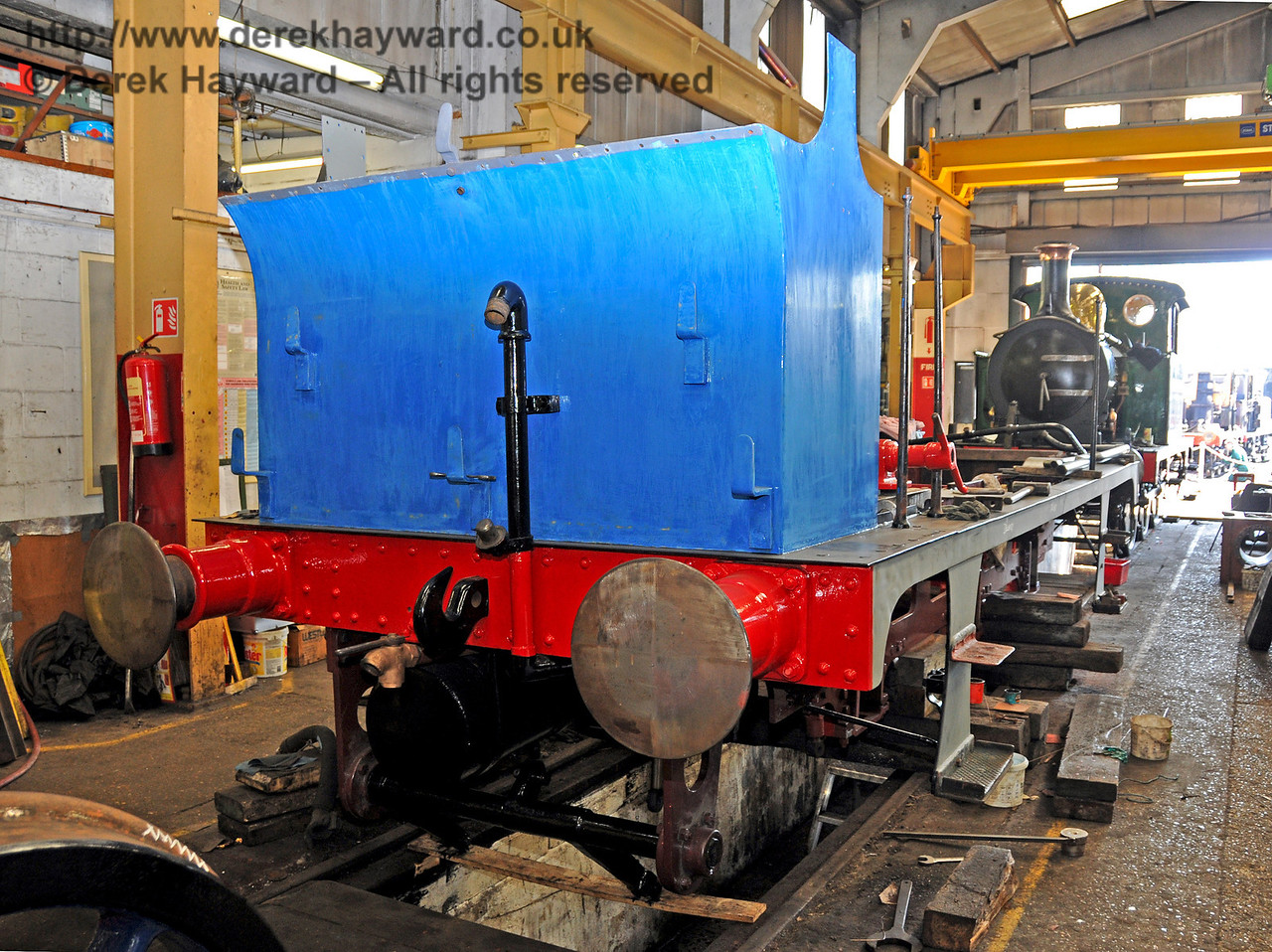 The rear offside of 323 Bluebell ready for some final coats of blue paint. Sheffield Park Workshops 17.04.2010  1908