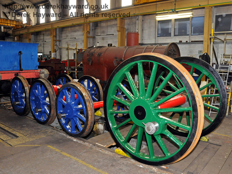 The wheels for 323 Bluebell (on the left) with one set from 263. Sheffield Park Workshops 11.04.2010  1838