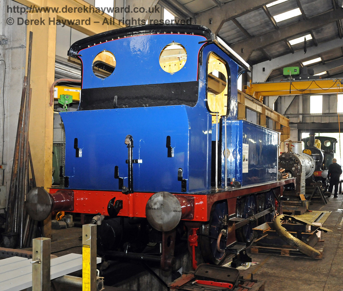 The rear offside of freshly painted 323 Bluebell. 04.09.2010  4536