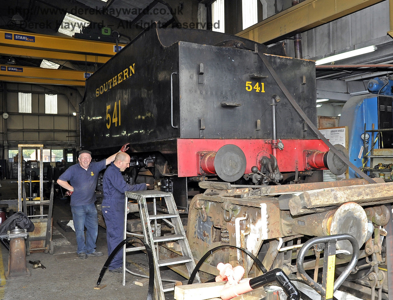 The tender from 541 in Sheffield Park Workshops.  24.09.2011  2922