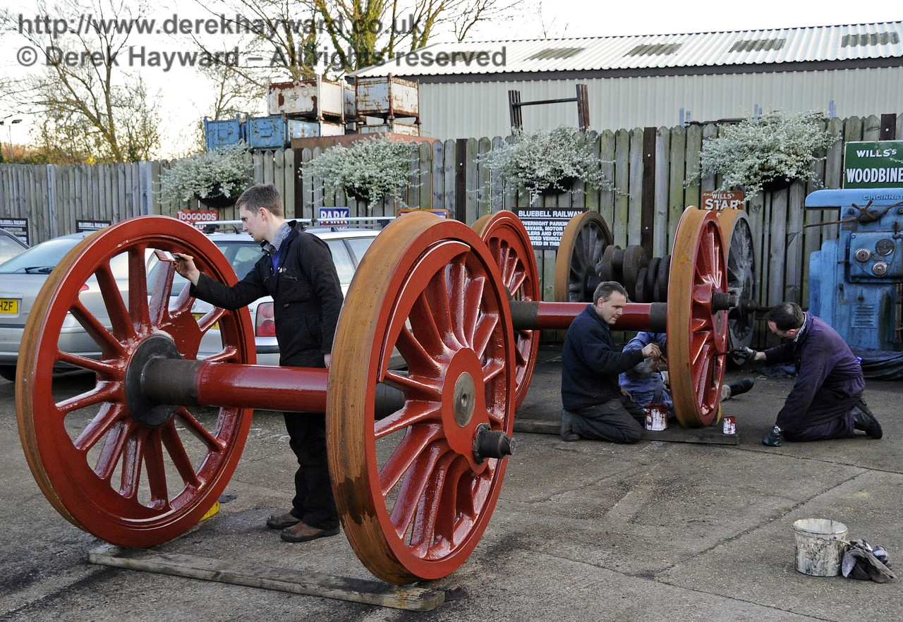 The wheels from 541 being painted at Sheffield Park.  18.11.2012  5878