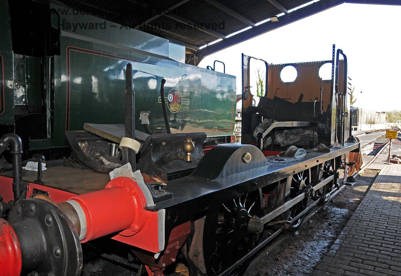 Stepney's frames, bunker and cab have now been painted black. Sheffield Park Workshops 11.04.2010  1871
