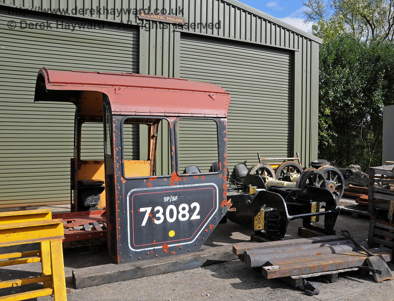The cab and bogie from 73082 Camelot have been repositioned outside the Atlantic Shed at Sheffield Park. 25.09.2010