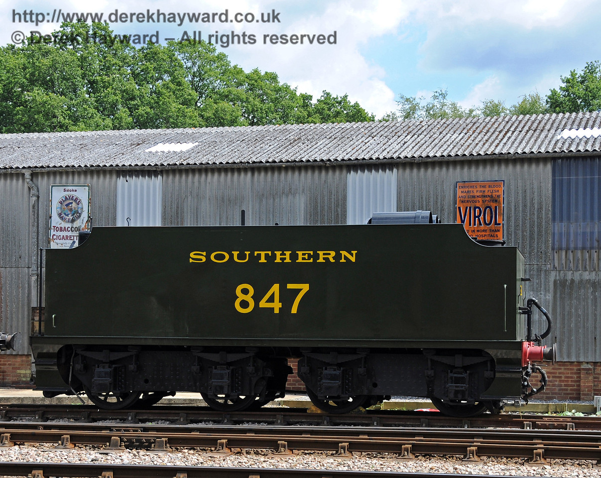 The tender from 847 was used as a temporary water supply for engines at Horsted Keynes during the 50th Anniversary celebrations. 24.07.2010  3269