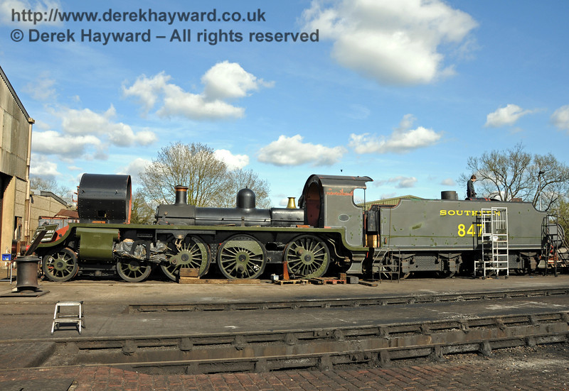 This clear view across the front of Sheffield Park Shed shows 847, with members of the team working inside the tender's water tank. Note the difference in size of 9017, at the back. 11.04.2010  1884