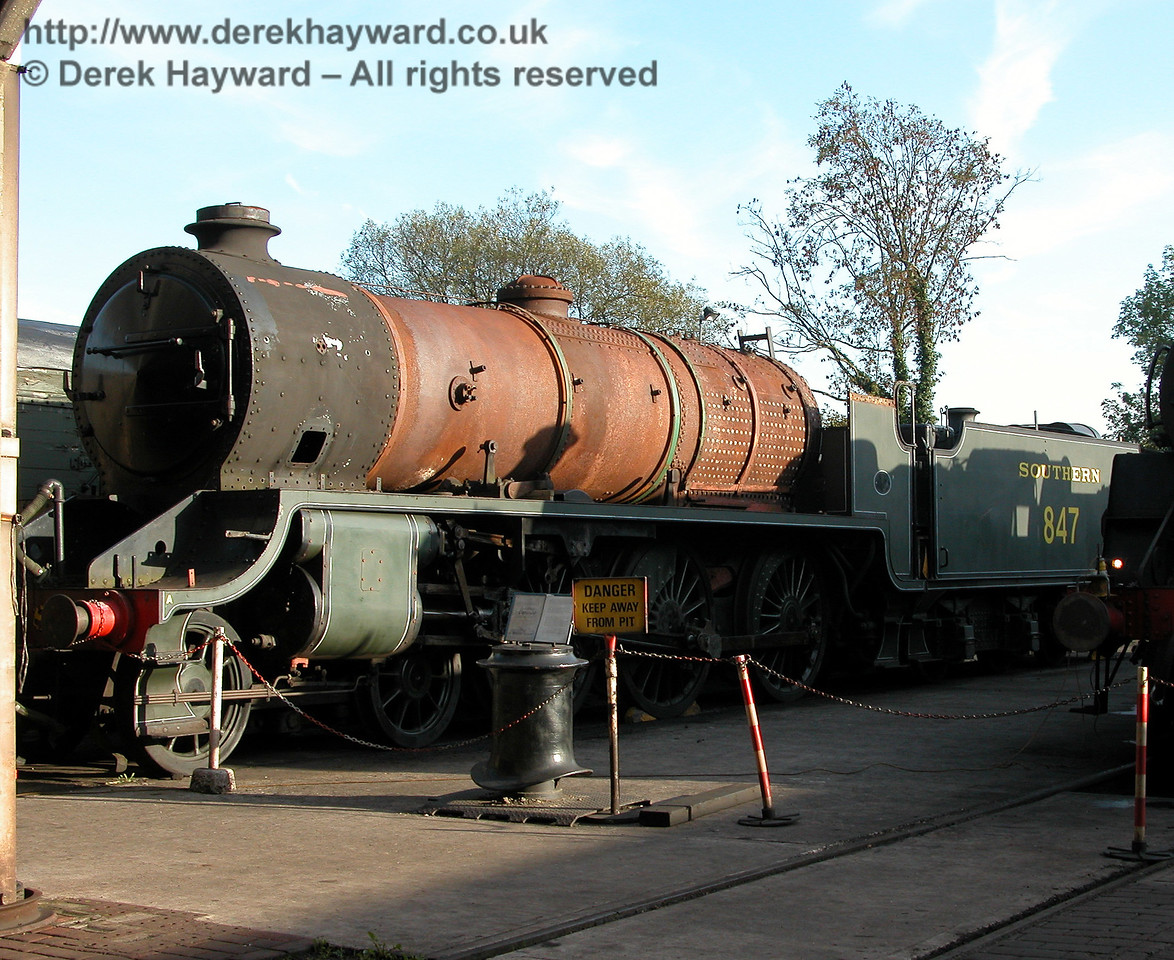In October 2006 847 was moved outside Sheffield Park Shed and dismantling started. 13.10.2006