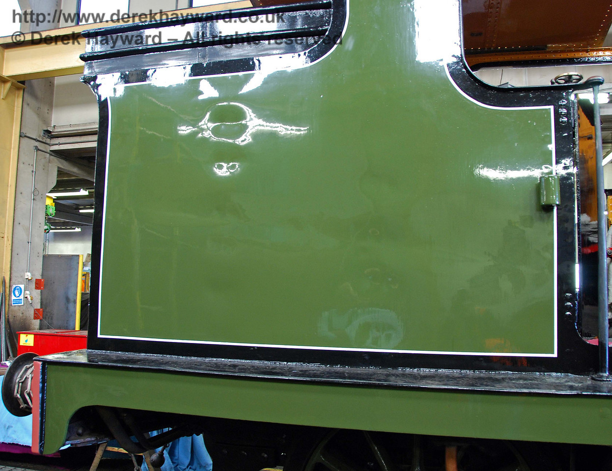 A super paint finish has already been achieved on some parts of B473, together with black and white lining. Sheffield Park Workshops 12.09.2009