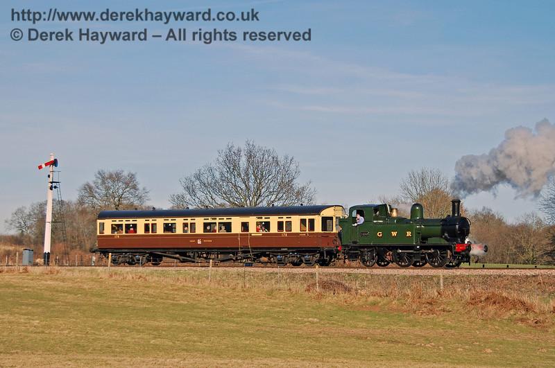 The GWR Auto train passes the Shefield Park Advance Starter. 09.02.2008
