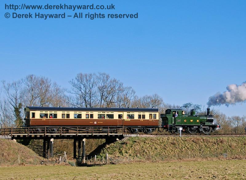 The GWR Auto train passes over Poleay Bridge. 09.02.2008