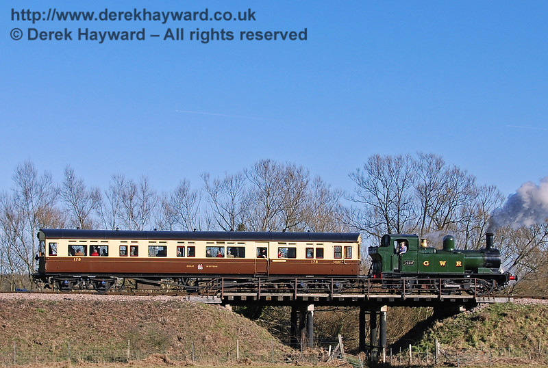 The GWR Auto train passes over Poleay Bridge. 09.02.2008