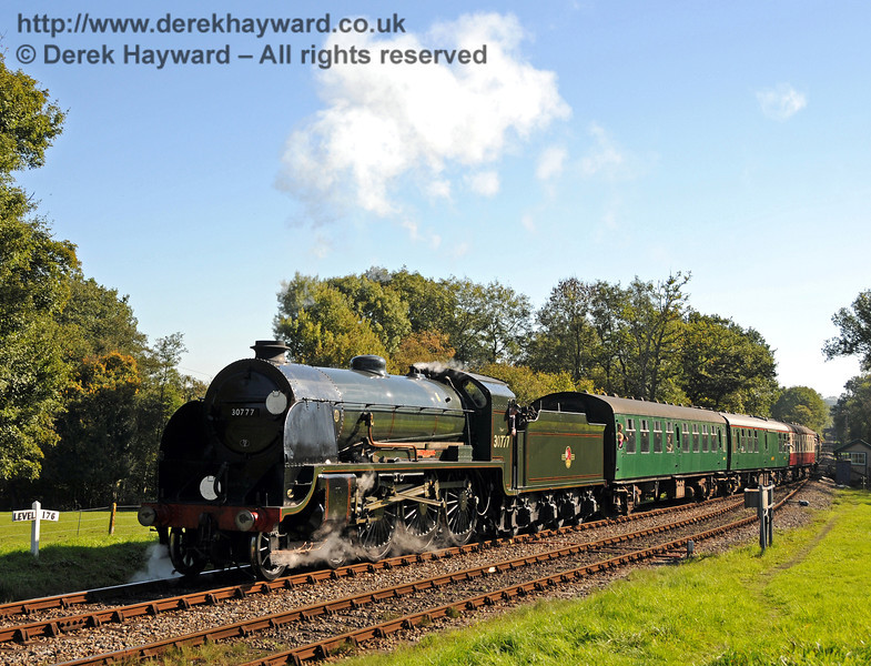 30777 Sir Lamiel arriving at Kingscote. 10.10.2010  5061
