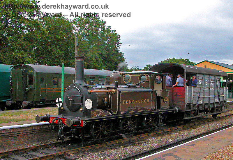 672 Fenchurch pauses at Horsted Keynes with a brake van while 3142 waits to depart for Ardingly.... OK, it's actually on display, but perhaps one day it might come true. 29.07.2006