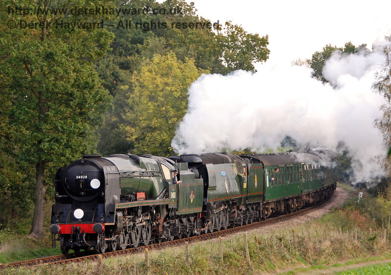 34028 Eddystone and 34081 92 Squadron steam north from Sloop Bridge. 19.10.2007