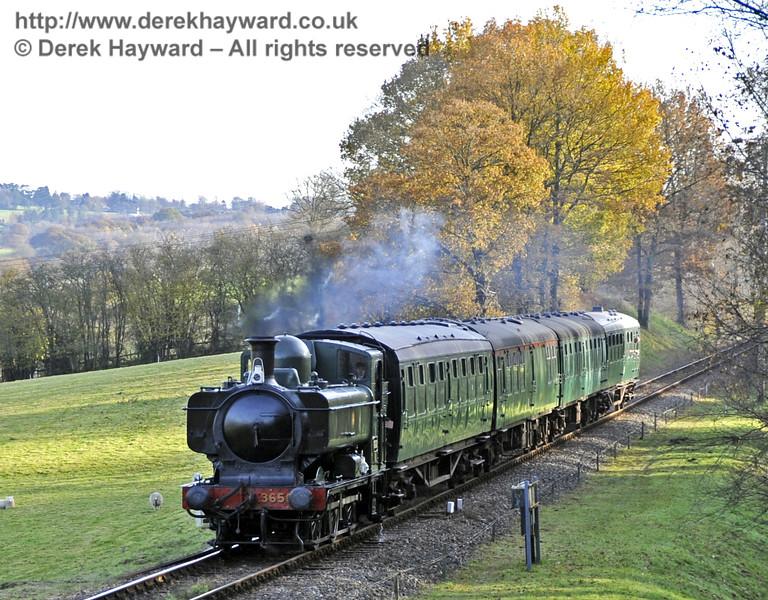 3650 approaches Kingscote.  18.11.2012  5827