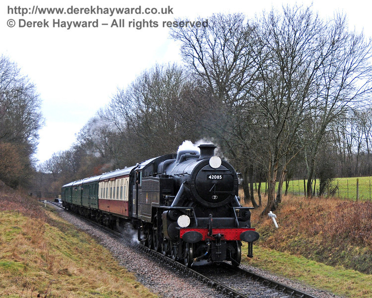 42085 runs south from Ketches Halt in heavy rain. 21.02.2010
