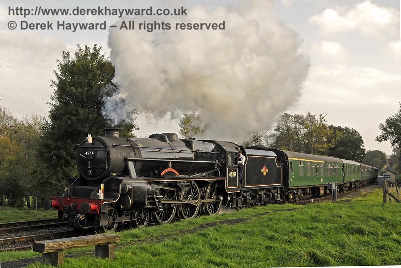 45231 arrives at Kingscote.  02.11.2013  9795